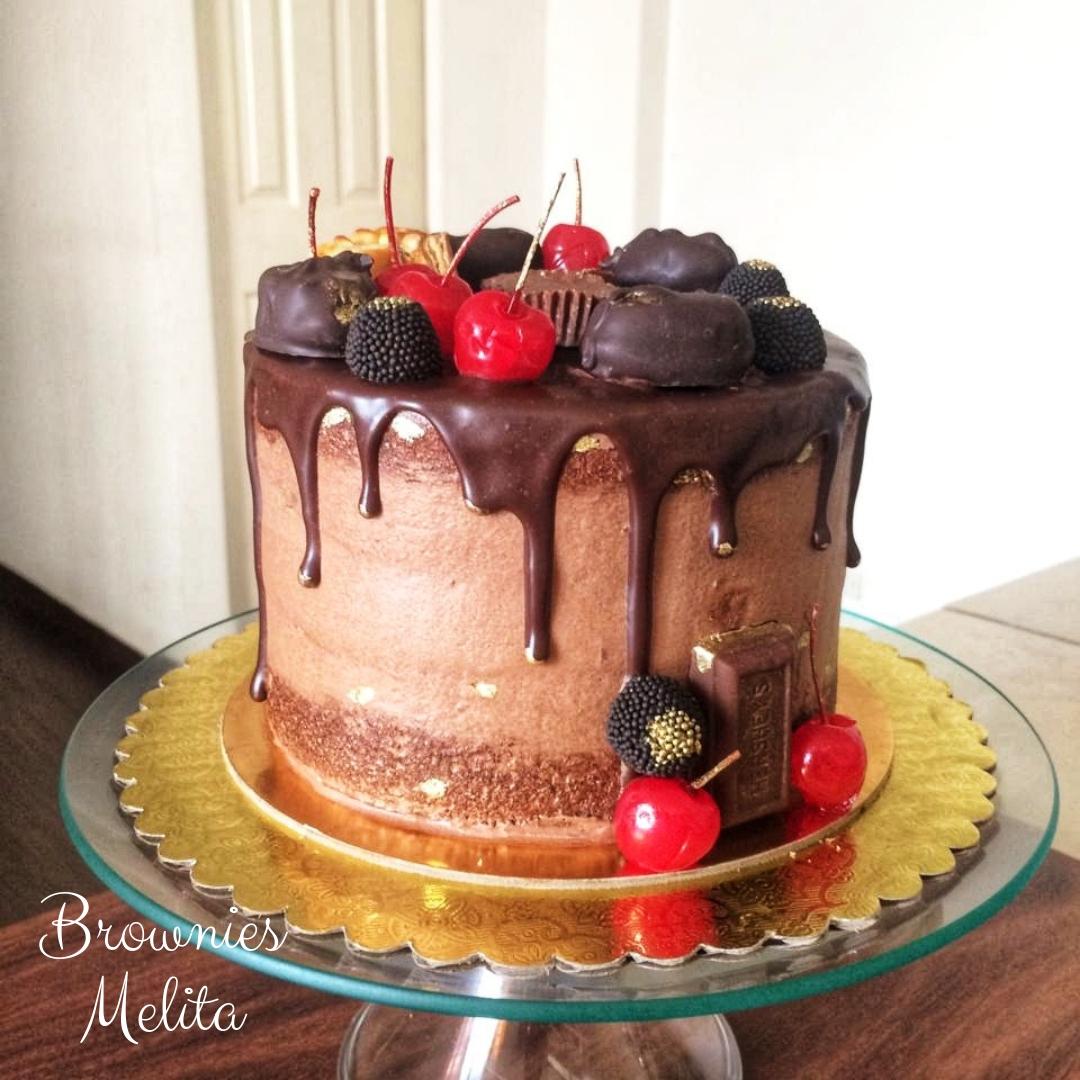 Drip Cake de Cerezas y Chocolates