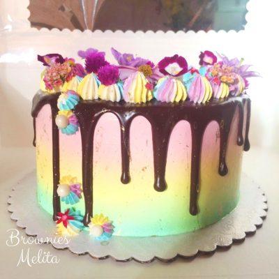 Drip Raimbow Cake con Flores Comestibles